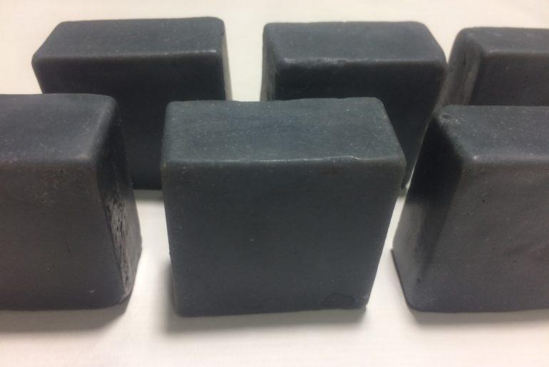 sabonete facial de carvão ativado