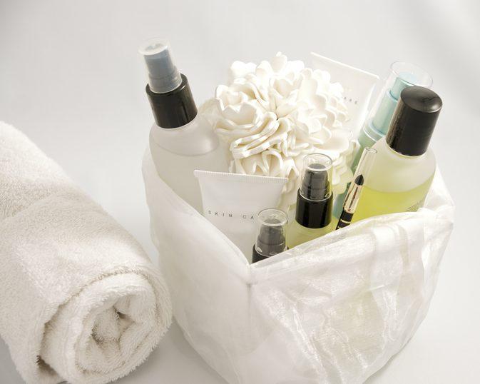 cesta com produtos de cuidados pessoais